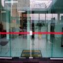 Câmara aprova PL que propõe tarjas sinalizadoras em vitrine e portas transparentes