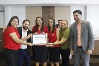 Equipe do Educandário Ebenézer recebe homenagem